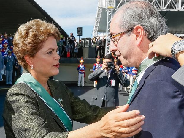 Presidente Dilma entrega condecoração ao presidente da Câmara, Eduardo Cunha: o comando do País   Foto: Roberto Stuckert Filho   PR