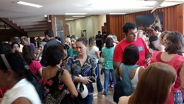 Trabalhadores da Saúde concentrados na Câmara de Vereadores | Foto: Divulgação/Sindsaúde