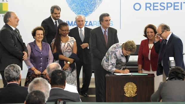 Presidente assina o Humaniza Redes | Foto: Isaac Amorim/ AG: MJ