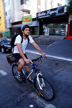 Ruy Loyola criou empresa de encomendas movida por bicicletas | Foto: Fernando Leite/Jornal Opção