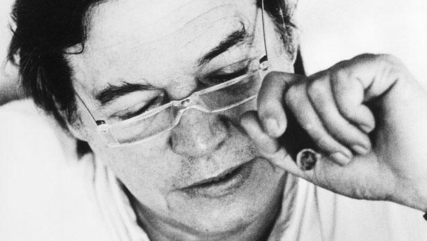 Tom Jobim: o músico brasileiro, visto como quase americano nos Estados Unidos, é mencionado positivamente pelo romancistaThomas Pynchon