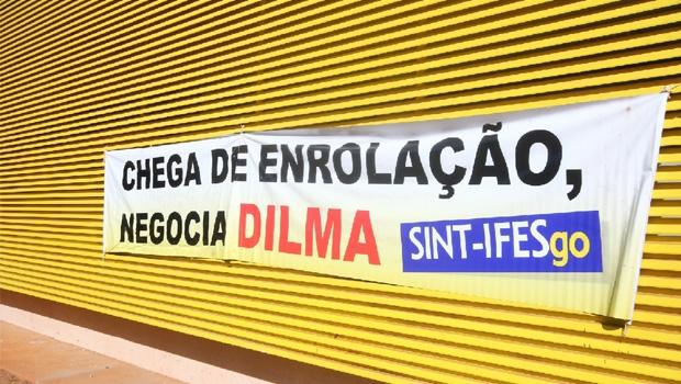 Cartaz pregado na Universidade Federal de Goiás dá o tom da greve deste ano