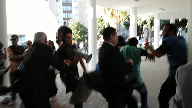 Professores estaduais são agredidos pela Polícia Legislativa