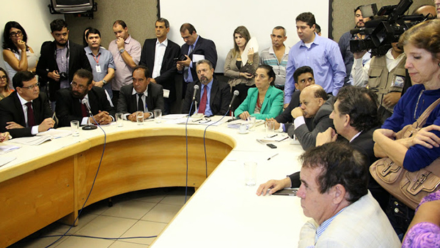 Oposição contesta emendas da base e tem perspectiva de derrota em primeira votação