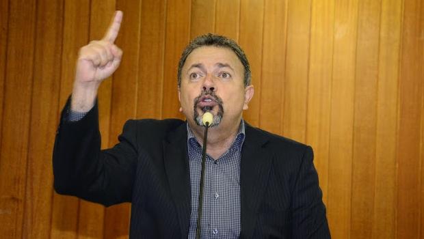 """Elias Vaz rebate dados entregues por Neyde Aparecida: """"Ela precisa respeitar a Câmara"""""""