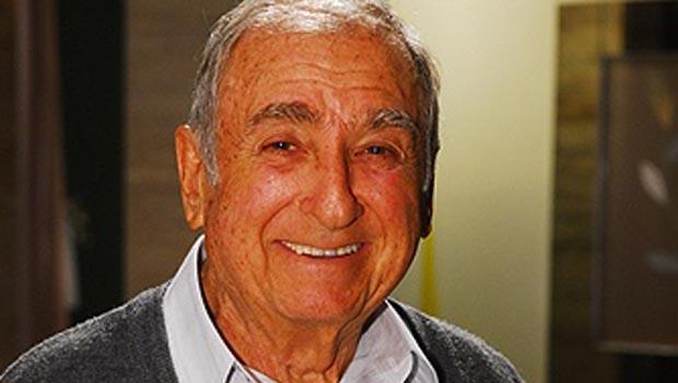 Morre aos 81 anos o ator Elias Gleizer após queda de escada rolante