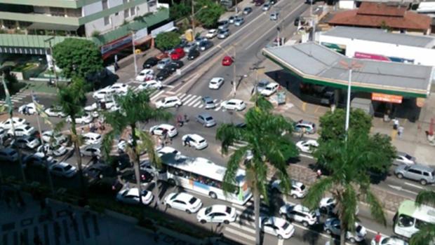 Após morte de colega, taxistas paralisam parte das atividades em Goiânia