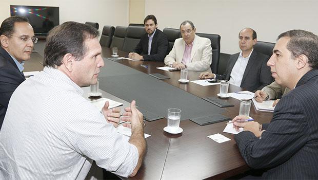 Três novas empresas podem gerar 2 mil empregos em Goiás