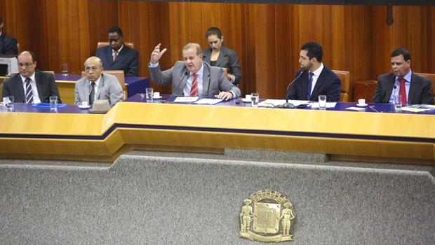 Após crise, Paulo Garcia anuncia superávit de R$ 99 milhões