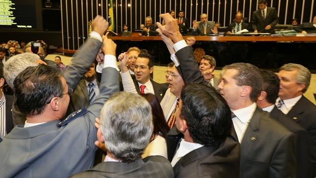 Deputados comemoram a aprovação da PEX da maioridade penal | Foto: Lula Marques/Agência PT