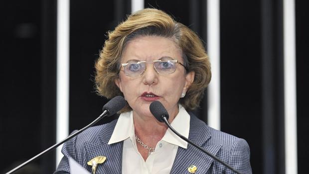 Lúcia Vânia apresenta carta de desfiliação do PSDB no Senado