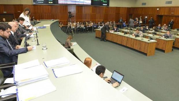"""Deputados aprovam em primeira votação """"militarização"""" de colégios estaduais"""