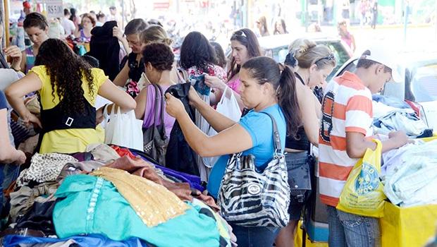 Estimulada pela política equivocada de Lula da Silva e Dilma Rousseff, população foi às compras: endividamento das famílias brasileiras bate recorde | Fernando Leite/Jornal Opção