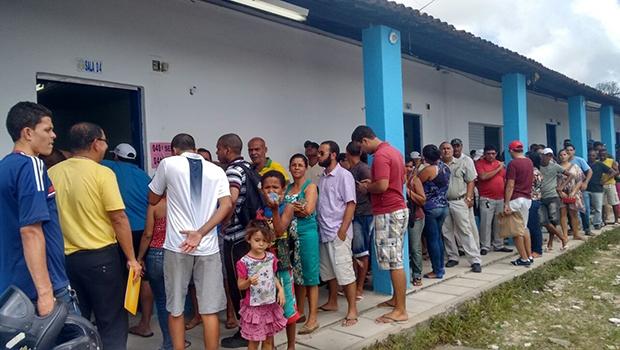 Brasileiros votam, o que é obrigação, mas não questionam os eleitos depois, o que enfraquece a representação | Foto: Mariama Correia