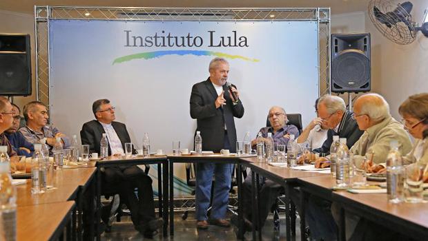 "Lula afirma que presidente Dilma ""está no volume morto"""