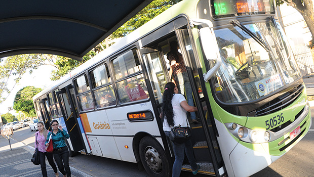 Trabalhadores do transporte coletivo de Goiânia aprovam greve para próximo dia 15