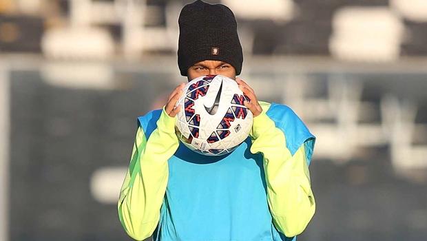 Neymar é vítima de racismo no jogo do Barcelona e Espanyol