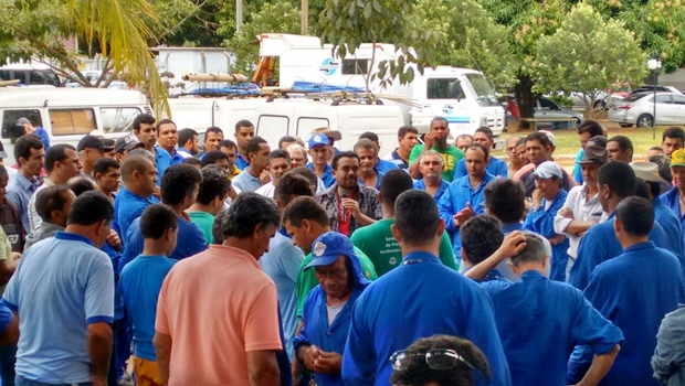 Servidores da Saneago ameaçam greve e instalam Assembleia Permanente
