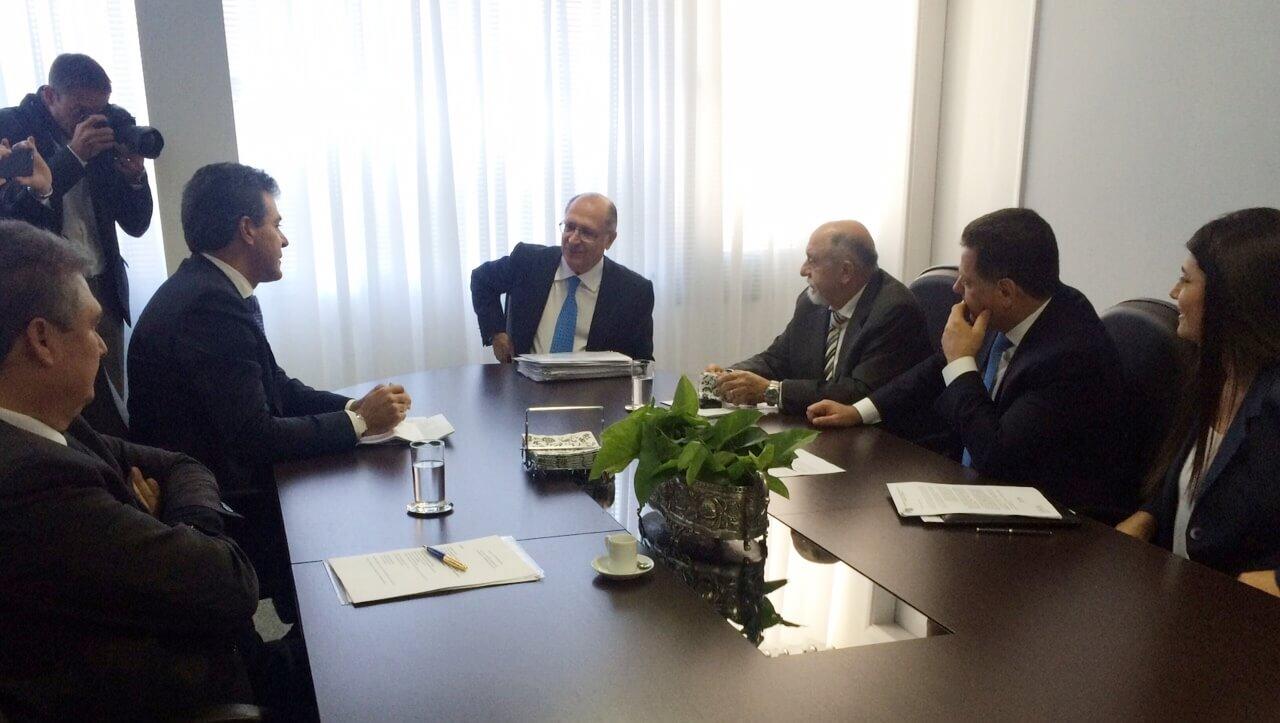 Governadores tucanos se reúnem antes de encontro com Dilma