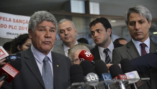 Chico Alencar (PSOL) comandou a coletiva que apontou 15 pontos negativos na gestão de Cunha| Foto: José Cruz/ Agência Brasil