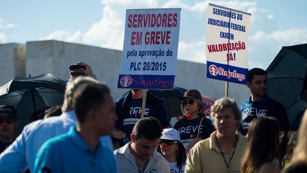Servidores do Judiciário querem derrubar veto de Dilma ao reajuste salarial da categoria