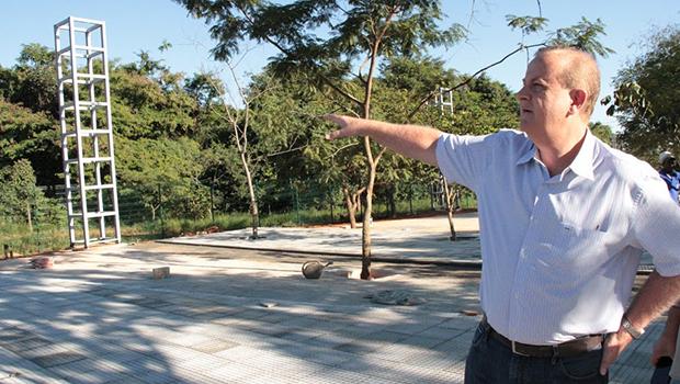 Sem a sombra de Iris, prefeito Paulo Garcia redefine estilo de administrar Goiânia