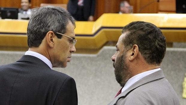 Carlos Soares (à esquerda) foi criticado por Paulo Magalhães. Ambos são da base | Foto: Alberto Maia/Câmara de Goiânia