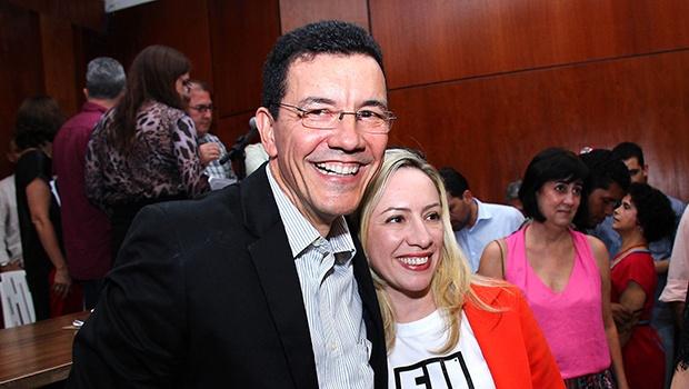 Suplente Edward Madureira e a deputada estadual Delegada Adriana Accorsi | Foto: Fernando Leite/Jornal Opção