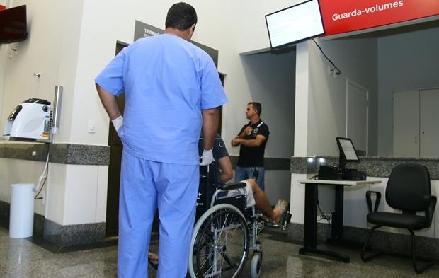 Paciente é recebido no Hugol | Foto: Fernando Leite / Jornal Opção