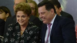 Dilma Rousseff e Marconi Perillo durante cerimônia de assinatura da ordem de serviço de implantação do BRT Norte-Sul em Goiâni | Foto: Antonio Cruz/Agência Brasil (03/2015)