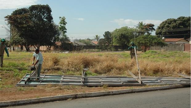 Retirada de outdoors na região Macambira Anicuns | Divulgação: Prefeitura de Goiânia