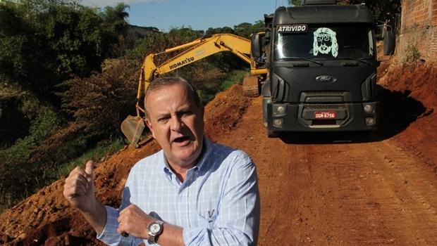 Prefeito Paulo Garcia durante início das obras da Marginal Botafogo: não deixou acusações de Caiado sem resposta | Foto: Humberto Silva