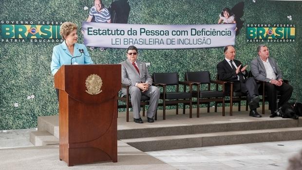 Presidente Dilma Rousseff sancionou o Estatuto da Pessoa com Deficiência em evento realizado na segunda-feira (6)   Foto: Roberto Stuckert Filho/PR