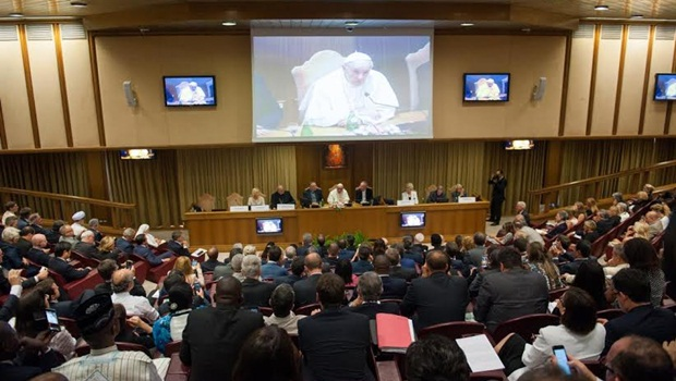 """""""Papa fez um chamamento mundial"""", afirma Paulo Garcia sobre encontro no Vaticano"""