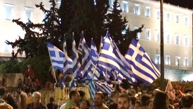 Após 17 horas de negociação, líderes europeus aprovam acordo de socorro à Grécia