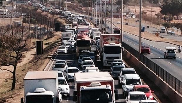 Bloqueio gerou engarrafamento   Foto: Divulgação/PRF