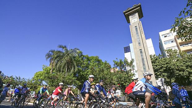 Record TV Goiás realiza passeio ciclístico para conscientizar sobre trânsito seguro
