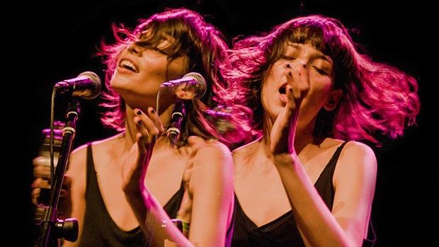 A vocalista do Carne Doce, Salma Jô, é um dos grandes destaques da música independente goiana