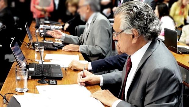 Senador Ronaldo Caiado quer derrubar decreto presidencial | Foto: reprodução / Facebook