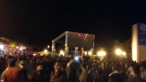 Público na praça de eventos Beira Rio | Foto: Sarah Teófilo