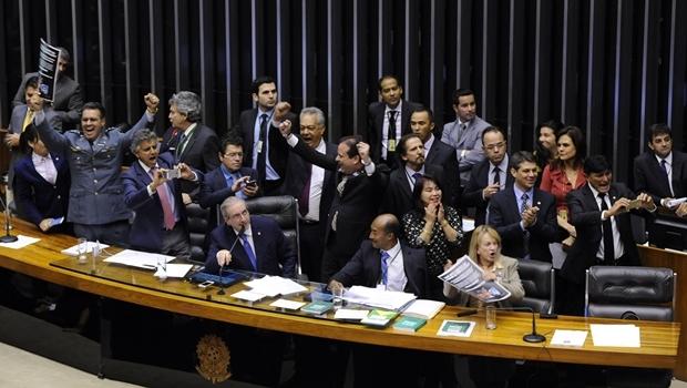 Deputados comemoram aprovação da PEC   Foto: Luis Macedo/Câmara dos Deputados