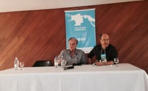 Arnaldo Jabor e Lisandro Nogueira em Fórum de Cinema do Fica | Foto: Twitter/ comunicação
