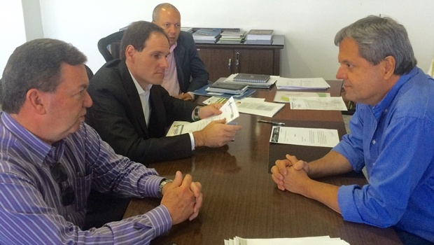 Deputado Lissauer Vieire em reunião com o presidente da Agetop, Jayme Rincón | Foto: reprodução / Facebook