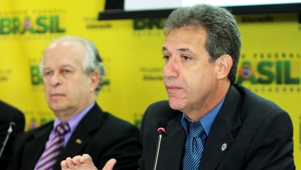 Após pressão, governo promete reescrever decreto sobre especialização médica