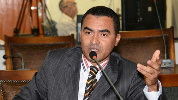 """Em denúncia, deputado classifica como """"roubo e ladroagem"""" ações da Prefeitura de Palmas"""