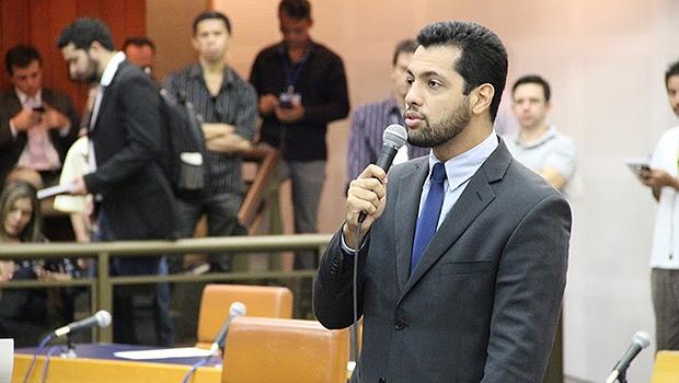 Thiago Albernaz avalia aproximação entre presidente tucano e prefeito petista | Foto: Alberto Maia/Câmara de Vereadores
