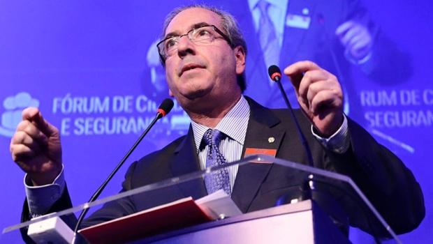 Cunha condena decisão do PMDB de aceitar mais ministérios