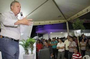 Prefeito Misael inaugurando o PSF Flor do Ipê na última terça-feira (15) | Foto: assessoria