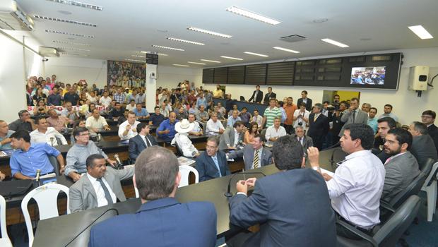 Prefeitos pedem que Estado e União assumam despesas dos municípios