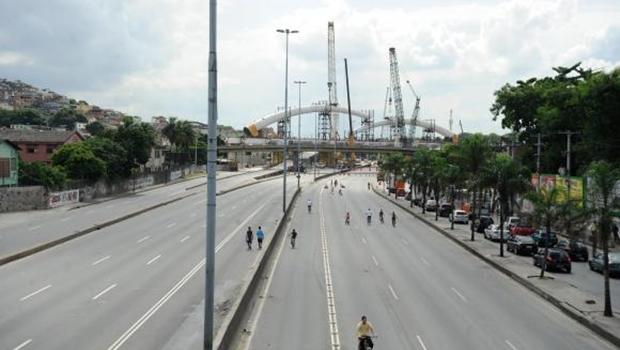 Acidente de carro no Rio de Janeiro deixa 27 feridos